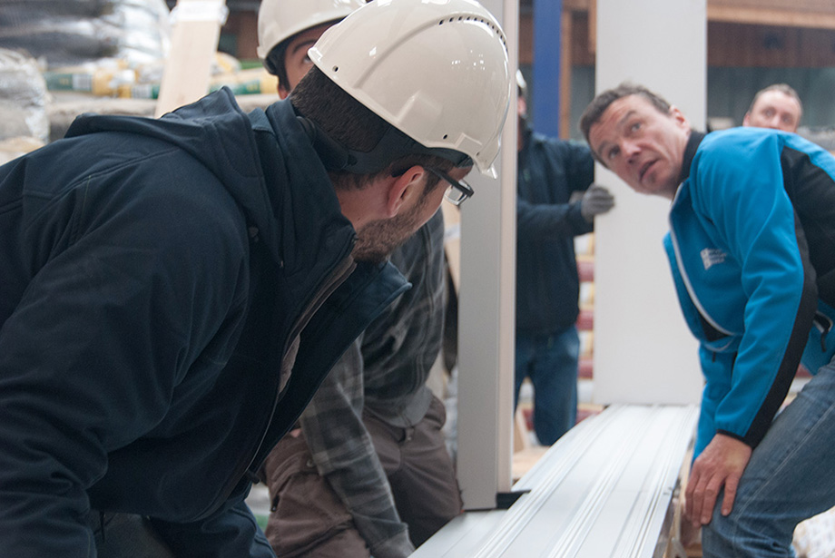 Employees from Josko and Decathletes are installing the frames of the windows