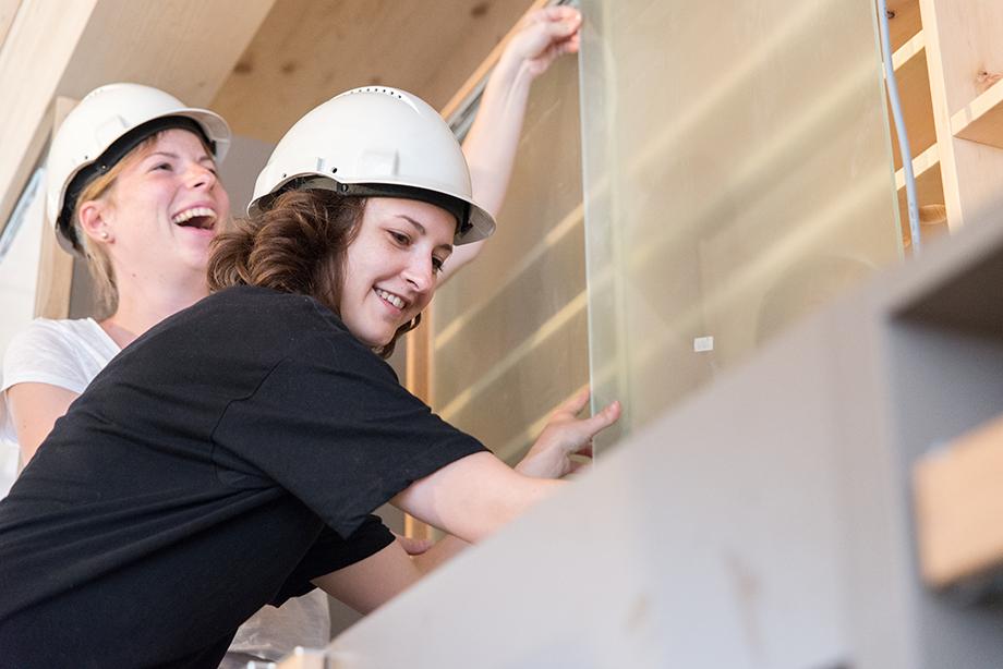 Kathi and Sigrid having fun installing the kitchen