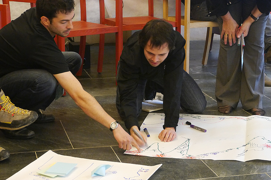 Gregor and Johannes take notes on a poster