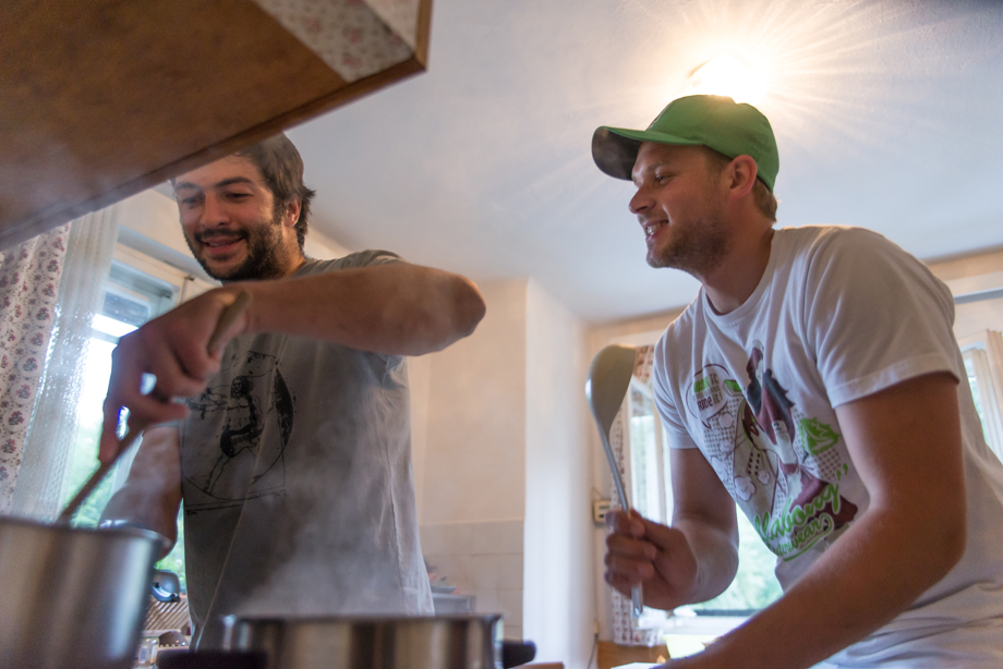 Johannes and Wolfgang cook mushroom sauce