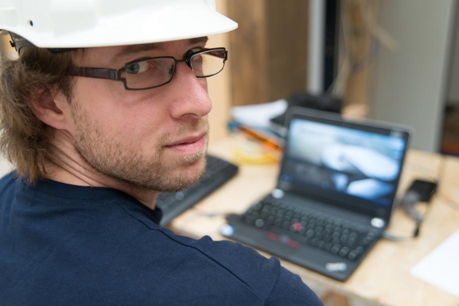 Jakob working on Laptop