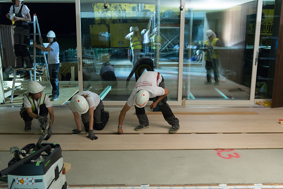 Placing the floor.